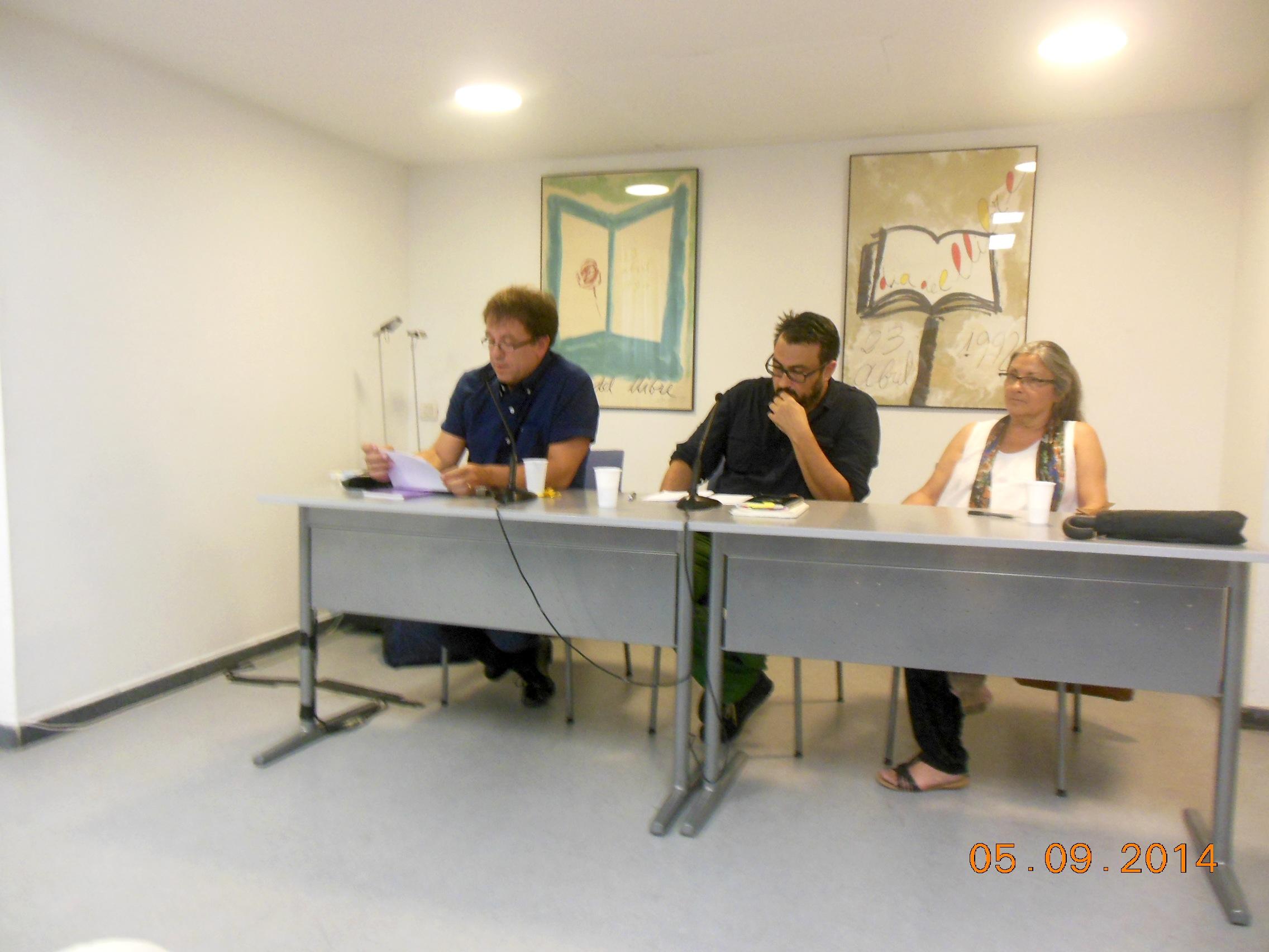 Anna Rossell con los poetas José Luis García Herrera (izquierda) y José Manuel Soriano Degracia. Tertulia del Laberinto de Ariadna, Ateneo Barcelonés, marzo 2014