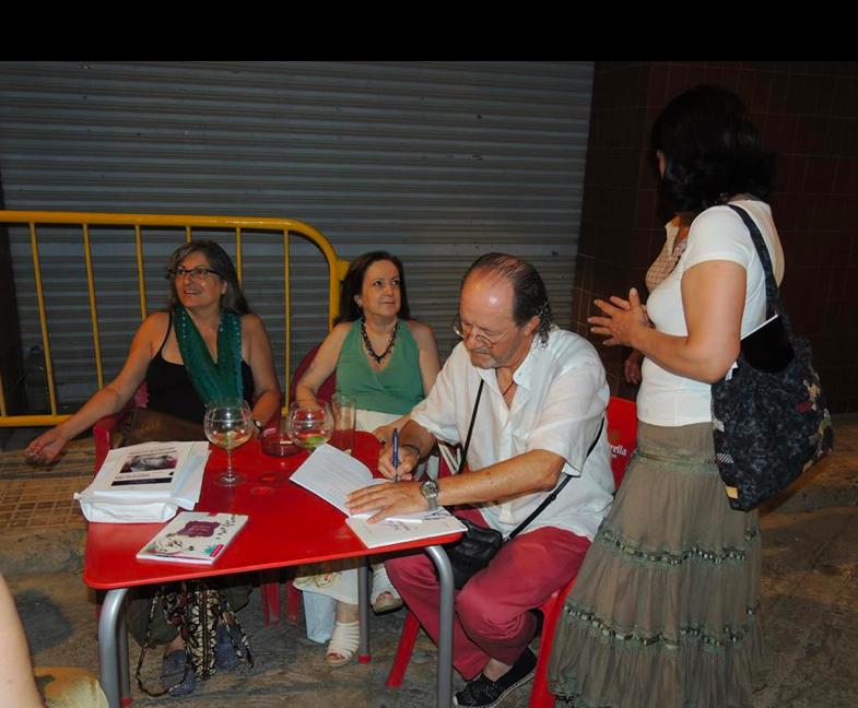Anna Rossell (izquierda) con amigos poetas. I Festival de poesía de Riba-Roja d'Ebre, julio, 2013
