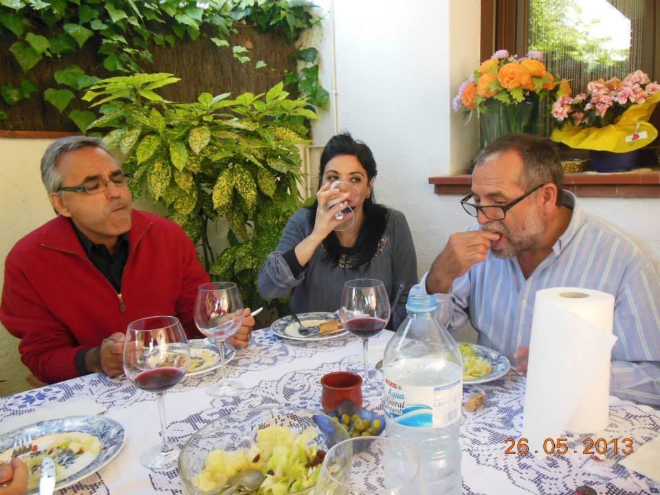 Anna Rossell con Vicenç Llorca (izquierda) y Antonio Hervás. II Encuentro artístico-poético, El Masnou, 2013