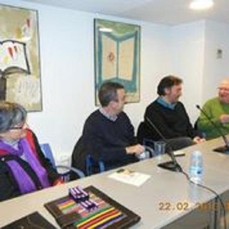 De izquierda a derecha: Anna Rossell con Lorenzo Silva, Carlos Zanón y Felipe Sérvulo. Tertulia del Laberinto de Ariadna, Ateneo Barcelonés, 2013