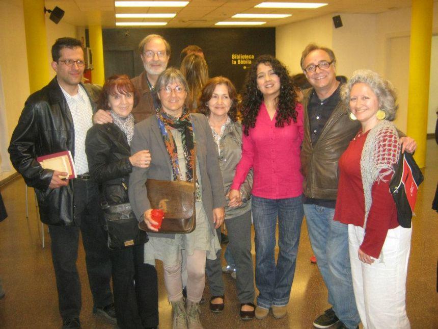 Anna Rossell con amigos/as poetas (Barcelona, 2012)