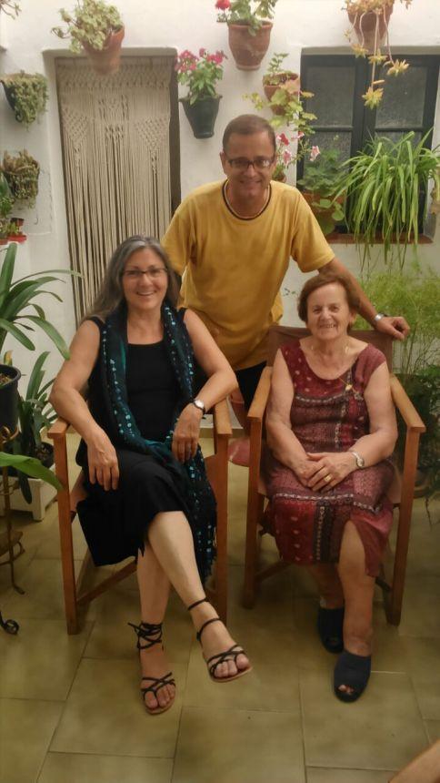Anna Rossell (izquierda) con Juanita Coll y Xec Marquès, Ciutadella (Menorca), julio 2014