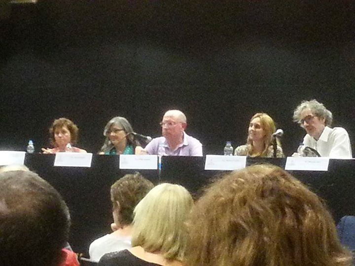 """De izquierda a derecha: María de Luis, Anna Rossell, Felipe Sérvulo, Amàlia Sanchís y Alfonso Levy. Presentación del poemario """"Ahora que amaneces"""", 2013"""