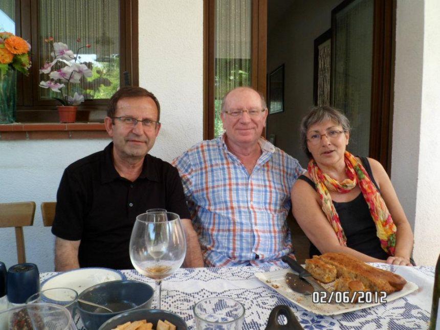 Anna Rossell con los poetas Felipe Sérvulo (centro) y Marcelo Díaz. I Encuentro artístico-poético. El Masnou, 2012